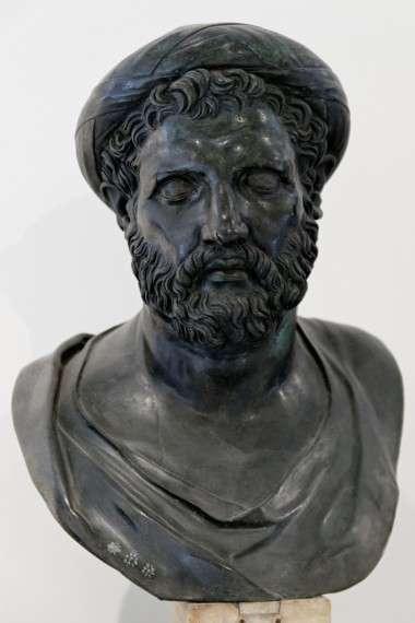 Ο Αρχύτας (428 π.Χ. - 347 π.Χ.) γιος του Μνήσαρχου ή κατά τον Αριστόξενο του Εστιαίου,[1] ή του Μνασαγέτου ή του Μνασαγόρου,[2] ήταν επιφανής Πυθαγόρειος φιλόσοφος, καταγόμενος από τον Τάραντα της Μεγάλης Ελλάδας(Magna Graecia). Ανήκει στην δεύτερη γενιά Πυθαγορείων και υπήρξε όπως αναφέρει ο Κικέρων μαθητής του Φιλολάου του Κροτωνιάτη που ανήκει στην προηγούμενη γενιά Πυθαγορείων.