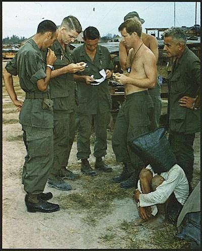 Ανάκριση αιχμαλώτου. 1968