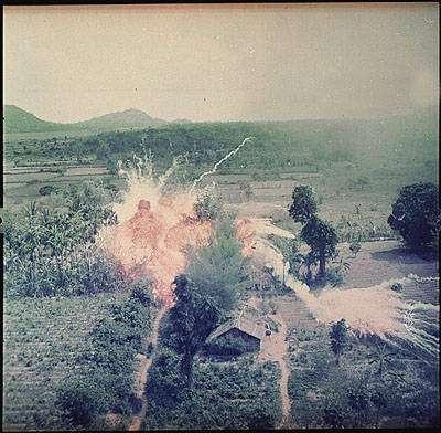 Napalm βόμβες. 1965
