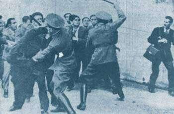 Από τις 4 Αυγούστου 1936 μέχρι τις 27 Οκτωβρίου 1940 συνελήφθηκαν, φυλακίστηκαν και βασανίστηκαν 100.000 άτομα. Μάλιστα την ημέρα της έναρξης του ελληνοϊταλικού πολέμου βρίσκονταν περίπου 2.000 πολιτικοί κρατούμενοι στις φυλακές της χώρας.