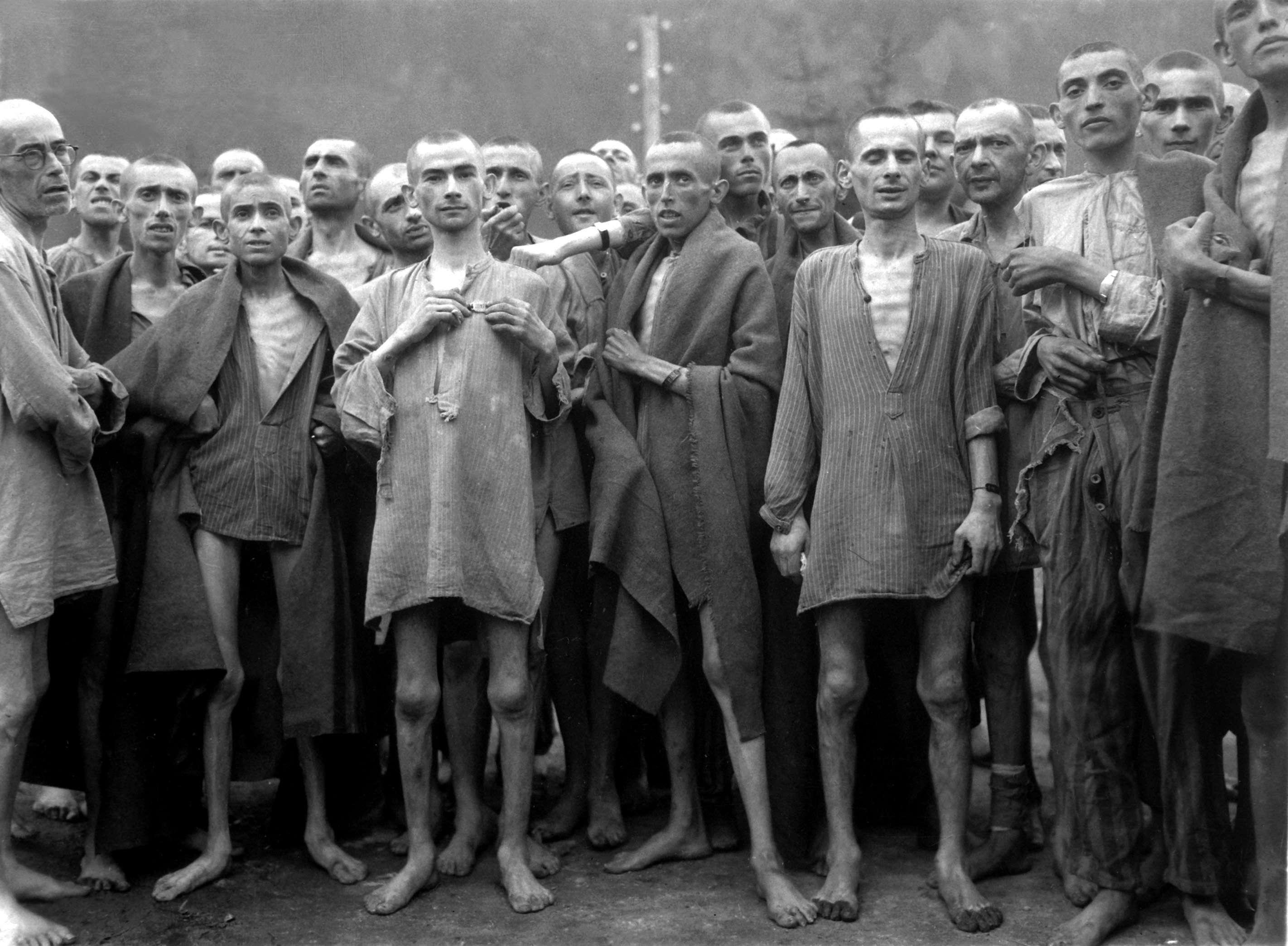 Κρατούμενοι του Έμπενζεε αμέσως μετά την απελευθέρωσή τους