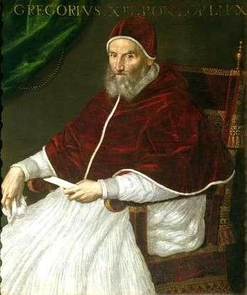 Το Γρηγοριανό ημερολόγιο προτάθηκε από τον Αλοΐσιους Λίλιους (Aloysius Lilius), Ναπολιτάνο γιατρό και το υιοθέτησε ο Πάπας Γρηγόριος ΙΓ΄, από τον οποίο πήρε το όνομα, και είναι μία παραλλαγή του Ιουλιανού ημερολογίου.