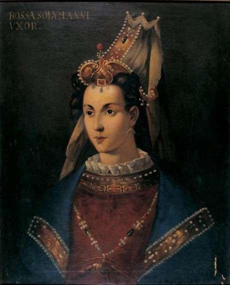 Η λέξη Χιουρέμ σημαίνει «χαμογελαστή» και είναι το όνομα που πήρε, όταν έγινε μουσουλμάνα, η Ρωξελάνη, η κατά κόσμον Αλεξάνδρα Λισόφσκα. Ήταν κόρη χριστιανού ιερέα από το Λβοφ της σημερινής Ουκρανίας και, μετά από κάποια επιδρομή Τατάρων, βρέθηκε στα σκλαβοπάζαρα της Κωνσταντινούπολης, από όπου την αγόρασε ο Μεγάλος Βεζίρης Ιμπραήμ, την πρόσφερε στη Βαλιδέ Σουλτάνα Χάφσα (η βασιλομήτωρ) και κατάντησε σκλάβα του χαρεμιού του παλατιού του Οθωμανού Σουλτάνου Σουλεϊμάν (1520-1566).