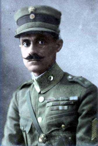 Ο Νικόλαος Πλαστήρας (4 Νοεμβρίου 1883 - 26 Ιουλίου 1953) ήταν στρατιωτικός και πολιτικός στη νεότερη Ελλάδα. Έγινε γνωστός για την στρατιωτική του δράση κατά τους Βαλκανικούς Πολέμους (όπου έγινε γνωστός ως Μαύρος Καβαλάρης) και την Μικρασιατική εκστρατεία και πολλές φορές ενεπλάκη με την πολιτική συμμετέχοντας ή οργανώνοντας κινήματα. Ο Νικόλαος Πλαστήρας κυβέρνησε την Ελλάδα τρεις φορές, μία το 1945 και άλλες δύο στα 1951-1952.