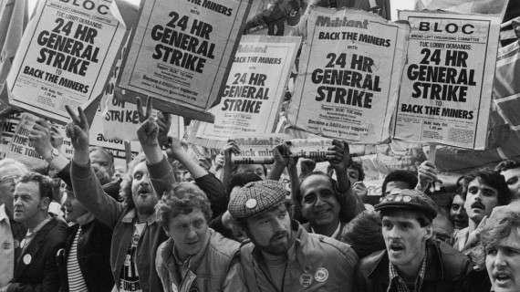 Η Μάργκαρετ Θάτσερ έγινε Πρωθυπουργός στις 4 Μαΐου 1979, με βασικό καθήκον την αναστροφή της πτωτικής πορείας της οικονομίας, τον περιορισμό του ρόλου του κράτους στην οικονομία, καθώς και την ανάδειξη του ρόλου της Μεγάλης Βρετανίας στη διεθνή σκηνή, ο οποίος έδινε την εντύπωση ότι συνεχώς έφθινε, από την εποχή της Βρετανικής Αυτοκρατορίας.