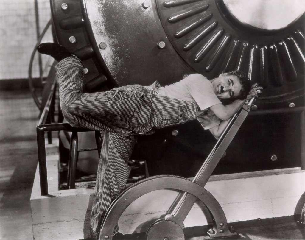 Οι Μοντέρνοι Καιροί είναι μια κινηματογραφική ταινία του Τσάρλι Τσάπλιν που γυρίστηκε το 1936. Στην ταινία εμφανίζεται ο γνωστός αλητάκος με το χαρακτηριστικό καπέλο και μουστάκι, ο οποίος αγωνίζεται να επιβιώσει στον μοντέρνο, βιομηχανοποιημένο κόσμο. Το φιλμ έχει φόντο το μεγάλο οικονομικό και χρηματηστηριακό κραχ του 1929 και αποτελεί ένα σχόλιο στην απεγνωσμένη εύρεση εργασίας σε μια κοινωνία με τεράστια ανεργία καθώς και στην οικτρή οικονομική κατάσταση των ανθρώπων.