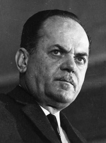 Ο Γεώργιος Παπαδόπουλος. Σε επίσημη ακρόαση στην Αμερικάνικη Γερουσία, η CIA αρνήθηκε ότι ο Γ. Παπαδόπουλος υπήρξε ποτέ πράκτοράς της, και ισχυρίστηκε ότι η οποιαδήποτε σχέση είχαν αυτή ήταν στα πλαίσια της πάγιας συνεργασίας (από την εποχή του εμφυλίου πολέμου) CIA και ΚΥΠ την περίοδο που ο Παπαδόπουλος υπηρετούσε στην ΚΥΠ. Στην ίδια ακρόαση ενώπιον της Γερουσίας ο διευθυντής της CIA ισχυρίστηκε ότι ο Παπαδόπουλος ουδέποτε εκπαιδεύτηκε στις ΗΠΑ (από την CIA [1]