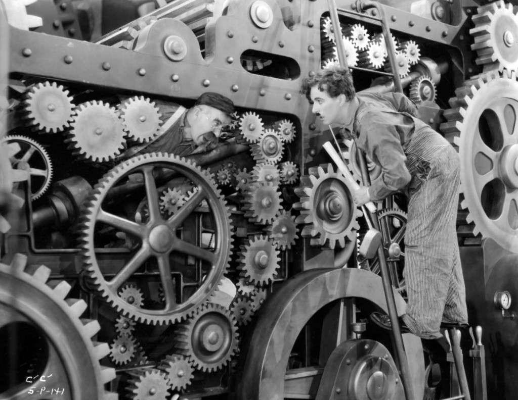 Στην ταινία Μοντέρνοι καιροί γίνονται ειρωνικές αναφορές για την έντονη βιομηχανοποίηση και την επιρροή που κατά τον Τσάπλιν έχει αυτή στις συνθήκες εργασίας (πχ λωρίδα παραγωγής).