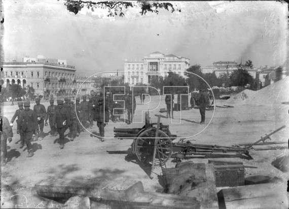 Εικόνα από πραξικόπημα του μεσοπολέμου (Από τα αρχείο φωτογραφιών του Πέτρου Πουλίδη στην ΕΡΤ)