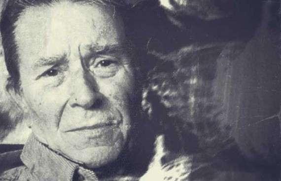 Ο Ιάκωβος Καμπανέλλης του Στεφάνου (2 Δεκεμβρίου 1921 – 29 Μαρτίου 2011) ήταν Έλληνας θεατρικός συγγραφέας και δημοσιογράφος.
