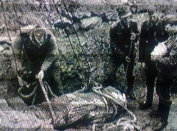 """Λαθρανασκαφή: """" είχαμε και λαθρανασκαφές, οι οποίες γινόταν είτε με εντολή από το Βερολίνο, για να μεταφερθούν στα εκεί μουσεία είτε για προσωπικό πλουτισμό κάποιων αξιωματικών"""""""