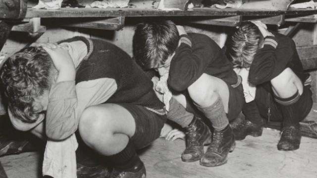 Ασκήσεις ετοιμότητας για ενδεχόμενο πυρηνικό πληγμα σε σχολείο των ΗΠΑ.