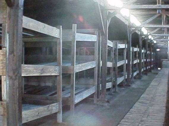 Κρεβάτια κρατούμενων στο Άουσβιτς-Μπίρκεναου, 2001