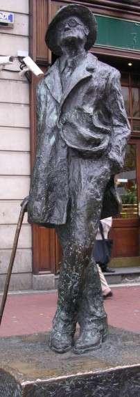 Ο Τζαίημς Τζόυς (James Augustine Aloysius Joyce, 2 Φεβρουαρίου 1882 - 13 Ιανουαρίου 1941) ήταν Ιρλανδός συγγραφέας και ποιητής. Άγαλμα του Τζόυς στο Δουβλίνο