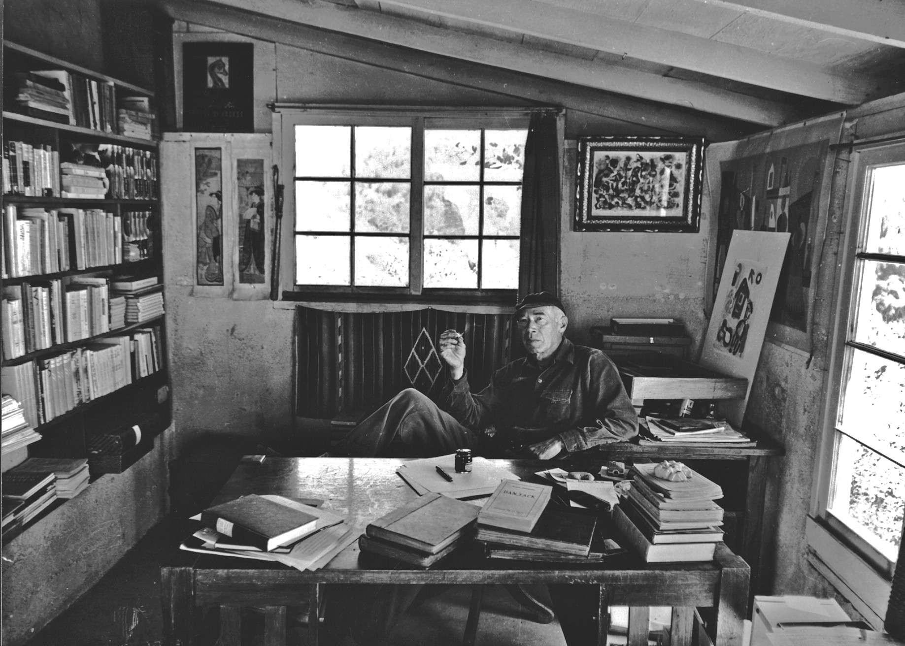 Ο Χένρυ Μίλλερ (Henry Miller), (26 Δεκεμβρίου 1891 - 7 Ιουνίου 1980) ήταν Αμερικανός συγγραφέας του οποίου το έργο άσκησε σημαντική επιρροή στη λογοτεχνία την περίοδο του μεσοπολέμου, ενώ εκτιμήθηκε ιδιαίτερα από τους συγγραφείς της γενιάς μπητ. Ως πεζογράφος διακρίνεται για το άμεσο, ελεύθερο και έντονα αυτοβιογραφικό ύφος του. Ανάμεσα στα κυριότερα έργα του συγκαταλέγονται ο Τροπικός του Καρκίνου, ο Τροπικός του Αιγόκερω και η τριλογία Η Ρόδινη Σταύρωση.