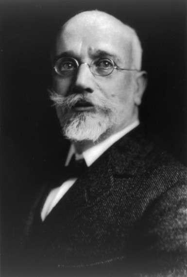 Ο Ελευθέριος K. Βενιζέλος (Μουρνιές Χανίων, 23 Αυγούστου 1864 – Παρίσι, 18 Μαρτίου 1936) ήταν Έλληνας πολιτικός που διετέλεσε πρωθυπουργός της Κρητικής Πολιτείας και επτά φορές πρωθυπουργός της Ελλάδας. Ως πολιτικός διαδραμάτισε σημαντικό ρόλο στο Κρητικό ζήτημα καθώς και στα πολιτικά δρώμενα της Ελλάδας από το 1910 μέχρι και τον θάνατό του.