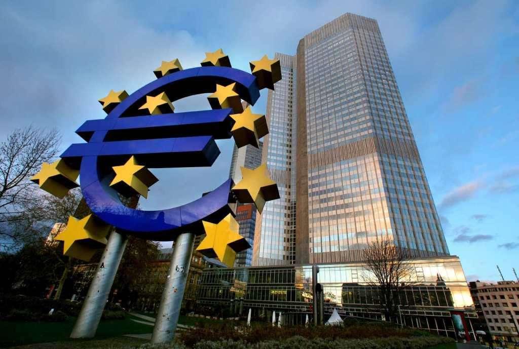 «Πράσινο φως» από το Eurogroup για τις δύο δόσεις