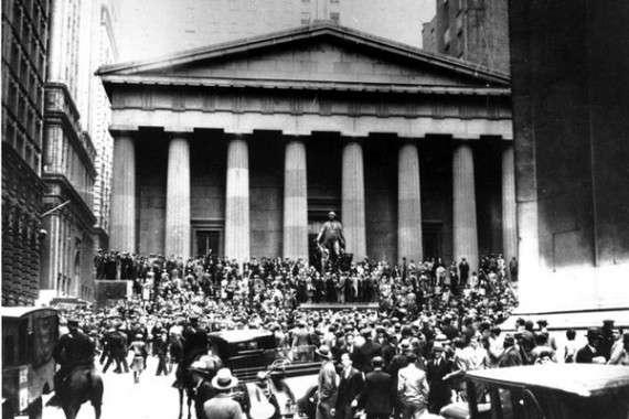 Πλήθη αγχωμένων επενδυτών κατακλύζουν την Wall Street