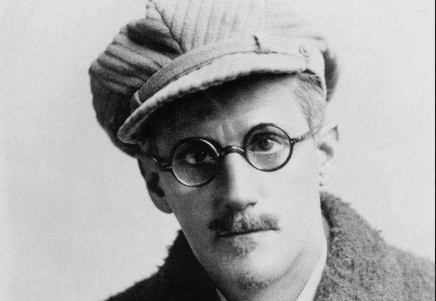 Ο Τζέιμς Τζόυς (James Augustine Aloysius Joyce, 2 Φεβρουαρίου 1882 - 13 Ιανουαρίου 1941) ήταν Ιρλανδός συγγραφέας και ποιητής. Θεωρείται ένας από τους κορυφαίους λογοτέχνες του 20ού αιώνα, δημιουργός του μυθιστορήματος Οδυσσέας (1922) και Finnegans Wake (1939). Παρά την καταγωγή του, έζησε το μεγαλύτερο μέρος της ζωής του εκτός Ιρλανδίας.