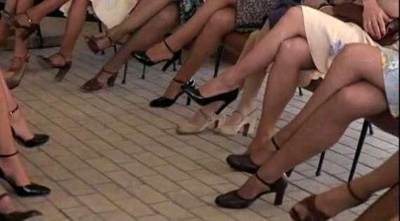 Γυναικεία πόδια, σκηνή από την ταινία «Ο άντρας που αγαπούσε τις γυναίκες» (ή από το όνειρο του γράφοντος…)