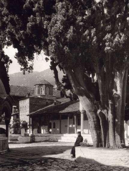 Φρεντερίκ Μπουασονά (Γαλλικά: Fred Boissonnas, Γενεύη 18 Ιουνίου 1858 - 17 Οκτωβρίου 1946) Μονή Μεγίστης Λαύρας 1929