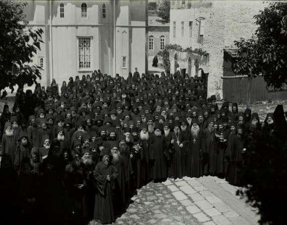 Ορθόδοξοι Χριστιανοί μοναχοί στο Άγιο Όρος
