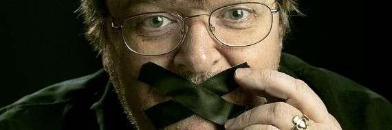 Ο Michael Moore παριστάνει τον φιμωμένο αντιρρησία