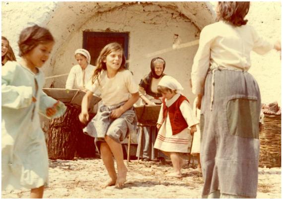 Σκηνή από την ταινία Η φόνισσα, (1974), βασισμένη στο βιβλίο του Αλέξανδρου Παπαδιαμάντη. Σκηνοθεσία: ΦΕΡΡΗΣ ΚΩΣΤΑΣ