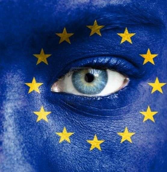 Στην Ευρώπη, από τον 12ο αιώνα και μετά, παρατηρούμε ότι εμφανίζονται τα πρώτα σπέρματα μιας πορείας προς την ελευθερία σε όλους τους τομείς: στην πολιτική, στον πολιτισμό, στη σκέψη. Παρατηρούμε ότι οι πρωτο-αστικές διοικήσεις των πόλεων διεκδικούν και κατακτούν μια κάποια αυτονομία από τη βασιλική, αυτοκρατορική ή την εκκλησιαστική εξουσία.