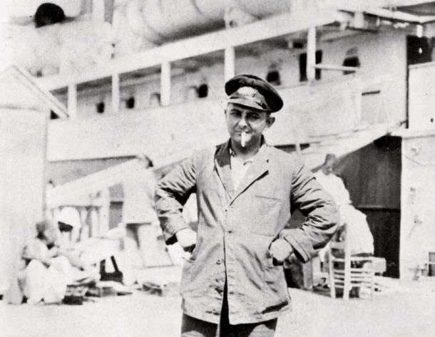 Ο Νίκος Καββαδίας (11 Ιανουαρίου 1910 - 10 Φεβρουαρίου 1975) ήταν Έλληνας ποιητής και πεζογράφος.