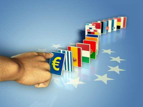 Τίποτα δεν συνδέει τον Έλληνα εργαζόμενο που έχει εξελιχθεί σε «μαύρο πρόβατο» της Ευρώπης, λοιδορούμενος ως τεμπέλης, αντιπαραγωγικός, άπληστος τρόφιμος του ευρωπαϊκού Πρυτανείου με τον Λίβυο πολίτη που βλέπει την «επαναστατική» ηγεσία της χώρας του να μετατρέπει την οικονομία της σε οικογενειακή μπίζνα με όλους τους αστέρες του δυτικού καπιταλισμού.
