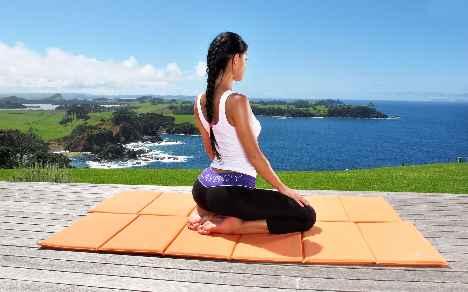So You Want to Date a Yoga Girl? Read This Before You