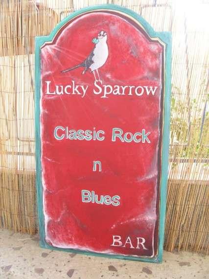 Χειροποίητη επιγραφή, φιλοτεχνημένη με ανθεκτικά χρώματα και πινέλα,...για το Lucky Sparrow Bar, στην Αιγύπτου, στα Λαδάδικα !
