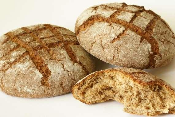 Σύμφωνα με το παραμύθι, στο οποίο είχα αναφερθεί επιτροχάδην πέρσι: Οι αρχαίοι δεν έτρωγαν ψωμί από σιτάρι. Το σιτάρι το είχαν ως τροφή των ζώων και το ονόμαζαν πυρρό. Έτρωγαν μόνον ψωμί από Ζειά ή Κριθάρι και εν ανάγκη μόνον από κριθάρι ανάμεικτο με Σιτάρι.