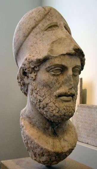 Ο Περικλής εκμεταλλεύτηκε τη νίκη των ελληνικών δυνάμεων επί των Περσών και την άνοδο της ναυτικής δύναμης της Αθήνας προκειμένου να μετατρέψει τη Δηλιακή Συμμαχία σε «Αθηναϊκή Ηγεμονία», οδηγώντας την πόλη του στην μεγαλύτερη ακμή της ιστορίας της κατά την περίοδο των 14 συνεχόμενων ετών που εκλεγόταν στο αξίωμα του Στρατηγού.