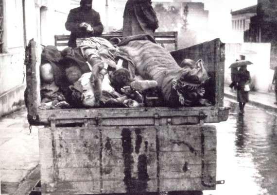 Αποκομιδή νεκρών στους δρόμους της Αθήνας, χειμώνας 1941-1942