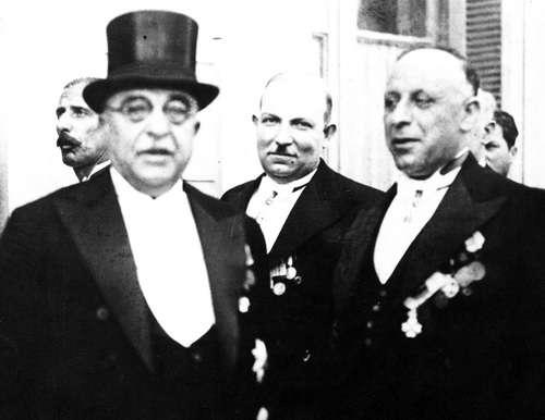 Μια σκοτεινή πολιτική προσωπικότητα βρίσκεται πίσω από τις σύγχρονες αναβιώσεις του ναζισμού στη χώρα μας. Είναι ο διαβόητος υπουργός Ασφάλειας του καθεστώτος Μεταξά Κωνσταντίνος Μανιαδάκης, ο οποίος μεταλαμπάδευσε τις «αξίες» της 4ης Αυγούστου στους σημερινούς της επιγόνους.