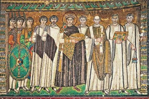 Η μορφή του Ιουστινιανού (κέντρο) στα ψηφιδωτά του ναού του Αγίου Βιταλίου, στη Ραβέννα