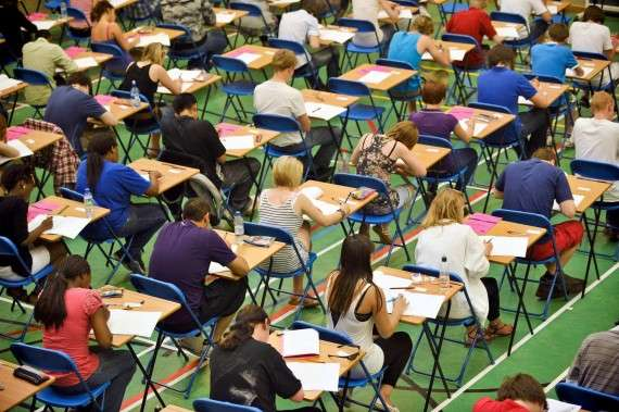 Το PISA εισβάλλει, ως άλλος επιθεωρητής, στα σχολεία δυο φορές (πιλοτική-βασική) στα τρία χρόνια.
