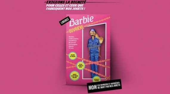 «Μια Μπάρμπι εργάτρια», δηλαδή η διάσημη κούκλα με στόμα φιμωμένο με ταινία και τα χέρια αλυσοδεμένα, παρουσιάστηκε σήμερα από τις οργανώσεις Peuples Solidaires καιChina Labor Watch (CLW), κοντά στα μεγάλα παριζιάνικα καταστήματα, μεσούσης της περιόδου των χριστουγεννιάτικων αγορών.