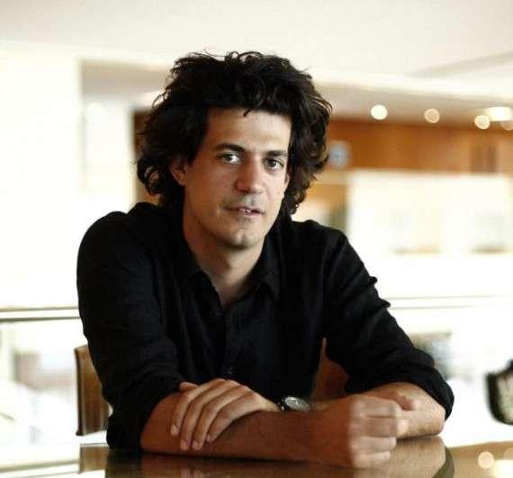 Ο Κωνσταντίνος Δακαλάκης είναι Έλληνας, Κρητικός και καθηγητής πληροφορικής στο πανεπιστήμιο ΜΙΤ