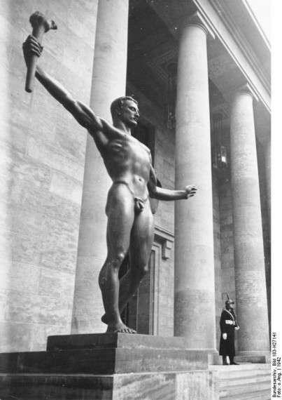 Γυμνός λαμπαδηδρόμος, άγαλμα στο Βερολίνο, την περίοδο του ναζισμού