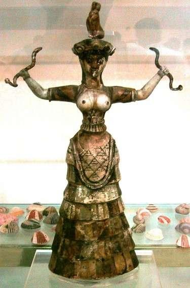 Η θεά με τα φίδια