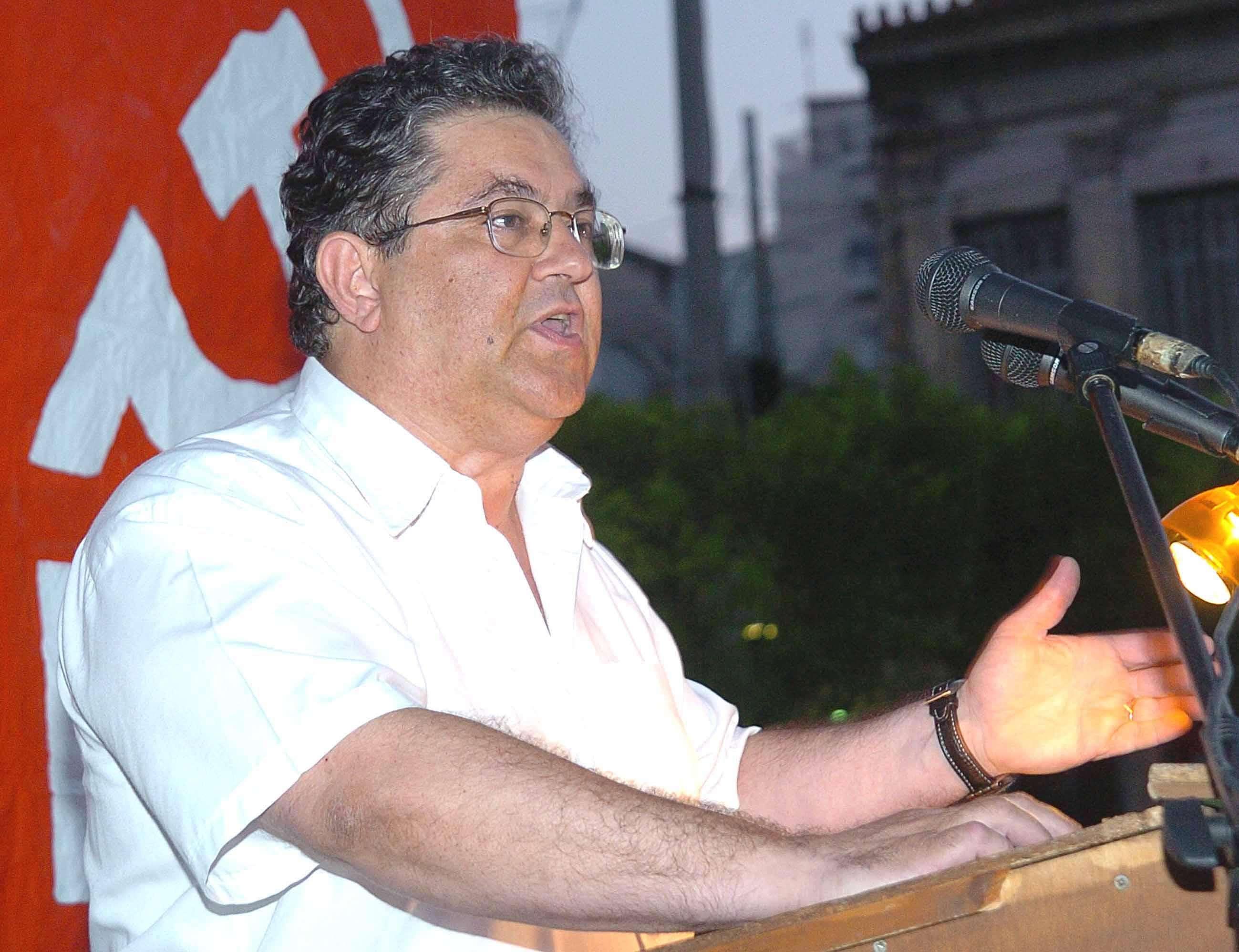 Η ηγεσία του ΚΚΕ μιλά και συμπεριφέρεται σαν να προασπίζεται ένα πολιορκημένο κάστρο, το κάστρο του κομμουνισμού, το καταφύγιο των απανταχού κατατρεγμένων.