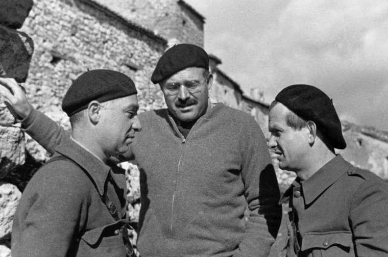 Ο Ernest Hemingway, ο Ilya Ehrenburg και ο Gustav Regler στον ισπανικό εμφύλιο
