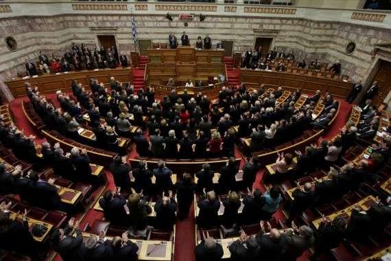 Το νομοσχέδιο που κατατέθηκε ήδη στη Βουλή, με τη διαδικασία του κατεπείγοντος και περιλαμβάνει 225 σελίδες, θα συζητηθεί το Σάββατο στις αρμόδιες επιτροπές και την Κυριακή τα μεσάνυχτα θα τεθεί σε ψηφοφορία στην Ολομέλεια.