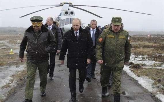 Η «General Anzeiger» της Βόννης υποστηρίζει ότι ο Πούτιν γελοιοποίησε τους πάντες. «Τον πρόεδρο Ομπάμα, την καγκελάριο Μέρκελ, το ΝΑΤΟ και ιδιαίτερα την Κάθριν Αστον, που τα τελευταία 5 χρόνια προσπαθεί να διαμορφώσει την εξωτερική πολιτική της ΕΕ», σημειώνει ο αρθρογράφος.