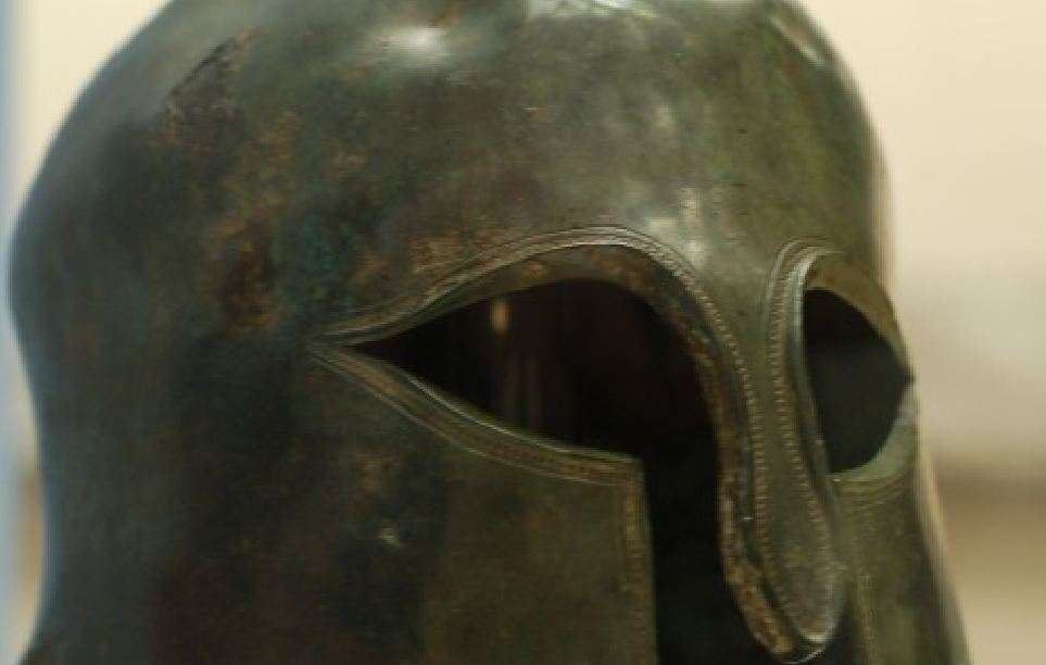 Περικεφαλαία αρχαίου Σπαρτιάτη οπλίτη. Horsetail of ancient Spartan Hoplite.