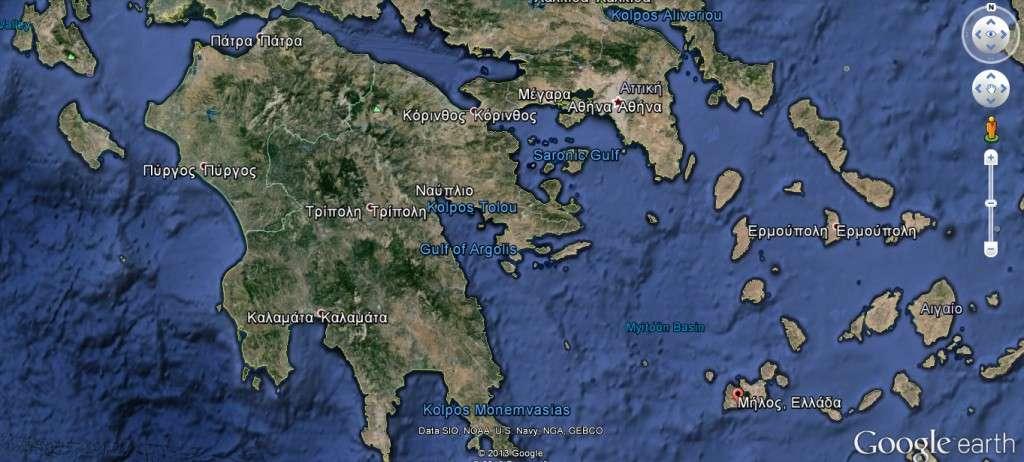 Η Μήλος ήταν αποικία των Λακεδαιμονίων και στην αρχή του πολέμου κράτησε ουδετερότητα αποφεύγοντας τις συγκρούσεις. Οι Αθηναίοι όμως, ως απόλυτοι κυρίαρχοι της θάλασσας, ήταν αδύνατο να δεχτούν την ανεξαρτησία του νησιού.