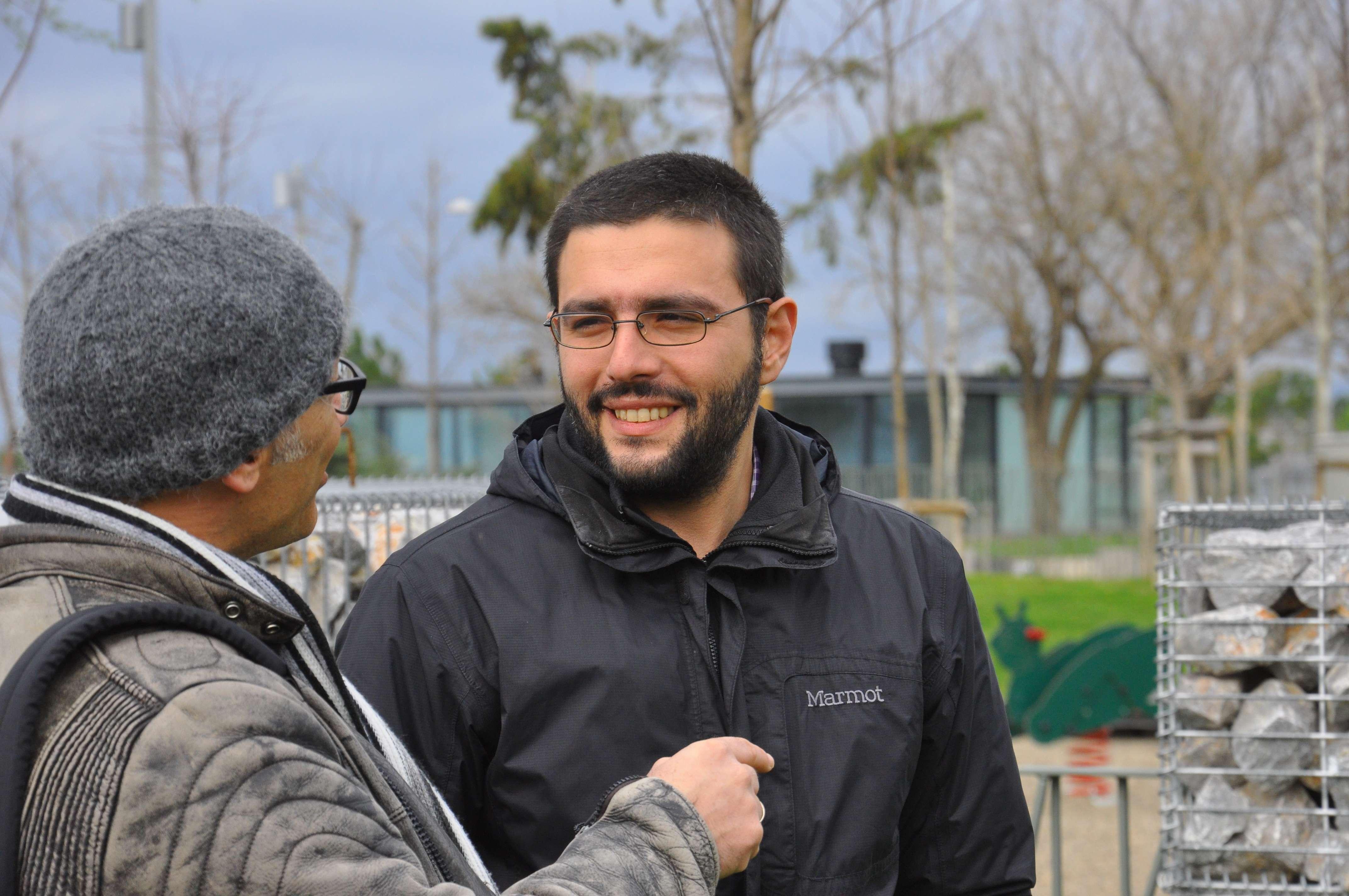 Ο Γιώργος Ρακκάς γεννήθηκε το 1981 στην Θεσσαλονίκη. Σπούδασε Πολιτικές Επιστήμες στο Α.Π.Θ. (2000-2004) και έκανε μεταπτυχιακό στην Κοινωνική και Πολιτική Θεωρία (Πάντειο Πανεπιστήμιο, 2004-2008). Αυτή τη στιγμή προσπαθεί να τελειώσει το διδακτορικό του πάνω στο φαινόμενο της μετανάστευσης. Εργάζεται ως ιδιωτικός υπάλληλος.